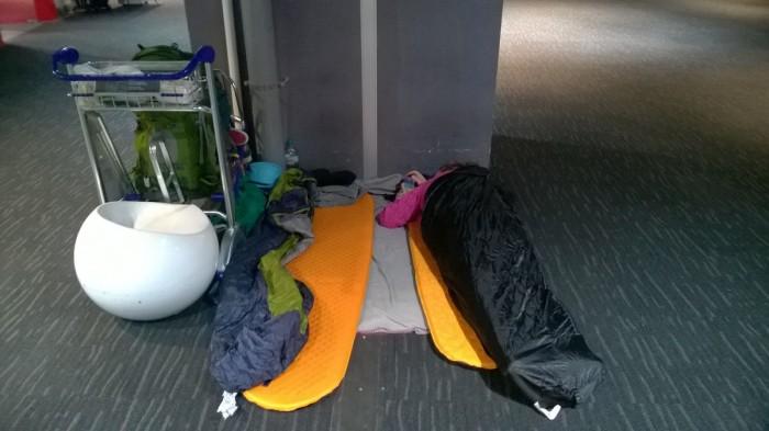 Spanie na letisku